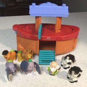 Noah's Ark Little People Set Fisher Price